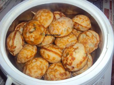 இட்லி மாவு முட்டை குழிப்பணியாரம் /  Idli Maavu Egg Kuzhipaniyaram