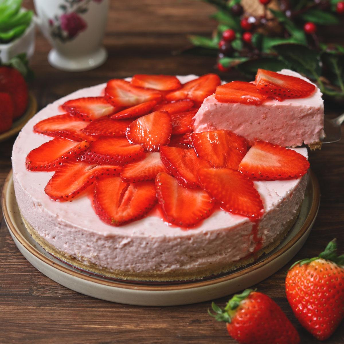 No Bake Strawberry Cheesecake (Video Recipe)