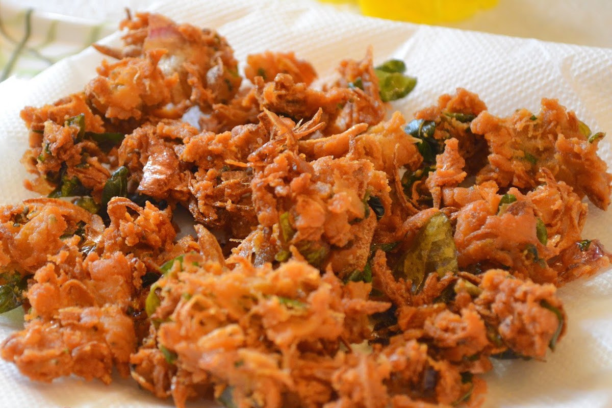 Monsoon Special Onion Pakora Recipe (Hindi)